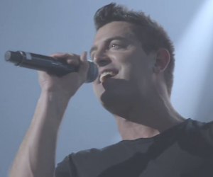 Jeremy Camp Video: Jeremy Camp - Can't Be Moved (Live)