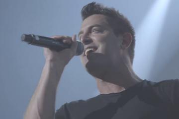 Jeremy Camp Video: Jeremy Camp - Can't Be Moved (Live)