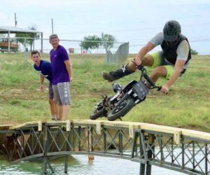 Video: Dude Perfect - Dirt Bike Battle