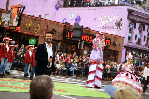 PHOTO RELEASE: Nashville Christmas Parade features Jason Crabb