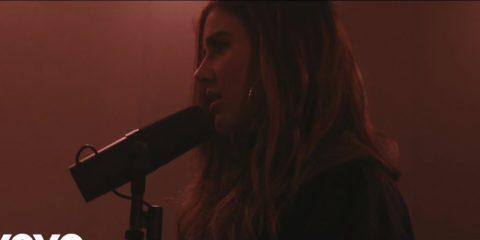 Video: Riley Clemmons - Broke (Acoustic)
