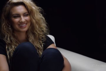Tori Kelly appears on I Am Second's White Chair
