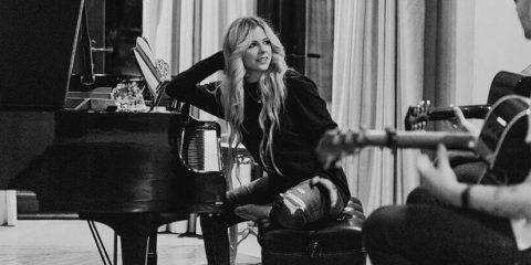Audio: Avril Lavigne - Warrior