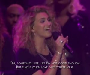 Video: Tori Kelly - Never Alone (feat. Kirk Franklin) - 49th Annual GMA Dove Awards