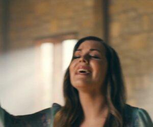 Video: Hannah Kerr - Split The Sea (David Hamilton Arrangement)