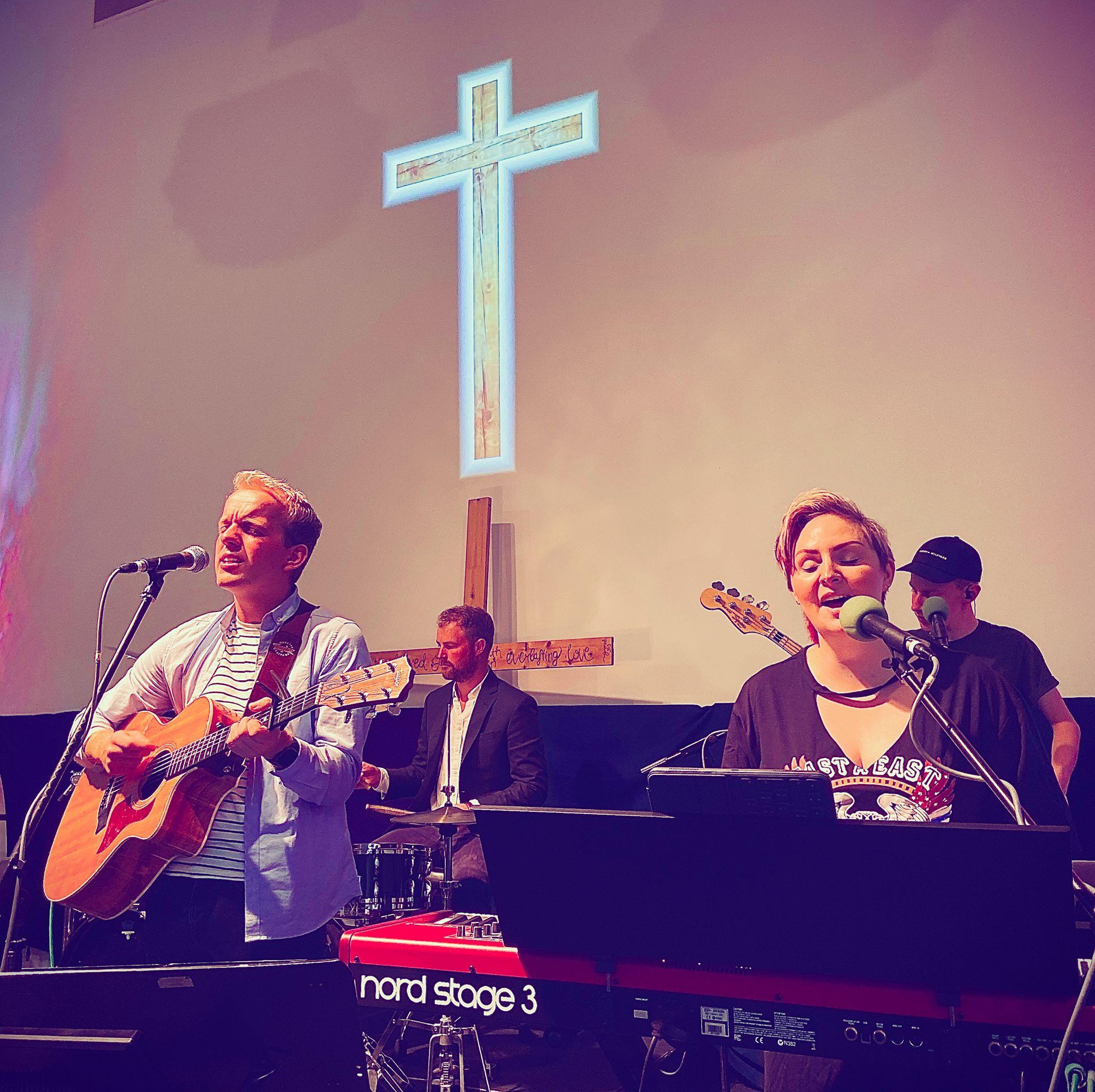Luke Wareham and Rachel Mason debut EP: OUT NOW - Lyric Video: Luke Wareham and Rachel Mason - Shadows
