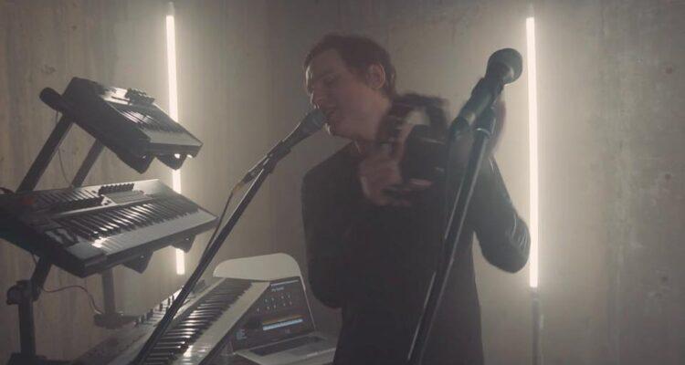 Looper Video: Paul Woida - All The Lights